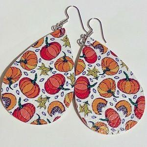 ‼️$5 add on or BOGO 2/$10‼️🆕faux leather teardrop fall pumpkin earrings 🎃